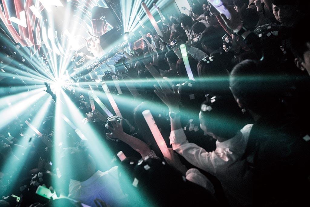 台北W飯店迎接2016 狂歡鐘點站倒數派對