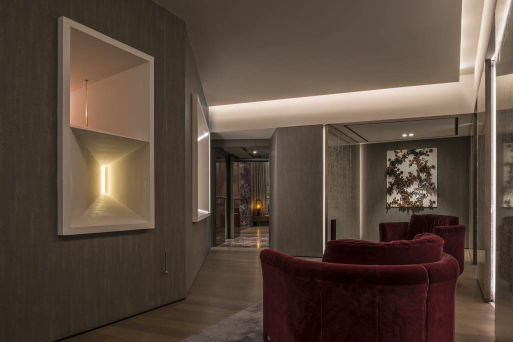 44_FENDI PRIVATE SUITES_ Lounge Area between Room 6 and 7_Mario Nanni Light Installation