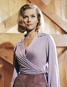 Honor Blackman在《金手指Goldfinger》(1964)飾演Pussy Galore。