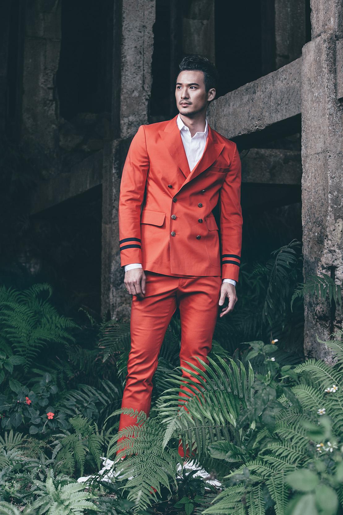 色彩鮮豔的服裝在本季並不少,鮮紅色的成套穿搭或是搭配色彩鮮豔的印花T恤或是鞋款,都能讓男人跳脫既定的形象。