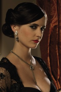 Eva Green在《皇家夜總會Casino Royale》(2006)飾演Versper Lynd。