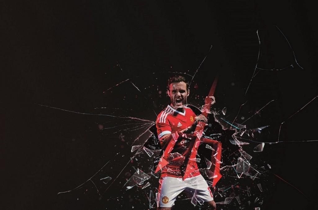 5.全新曼聯主場球衣的主視覺靈感來自球隊徽章上的代表性三叉戟,球員在影片中也透過它,為即將展開的賽季宣示決心 - 馬塔(Juan Mata)