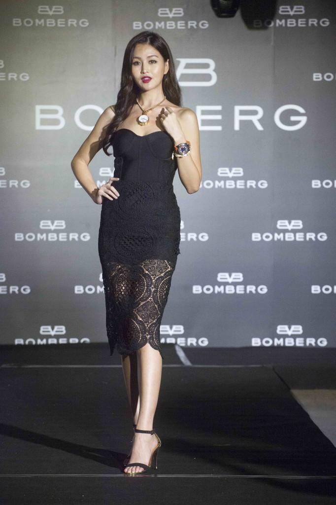 凱渥名模林葦茹性感展演BOMBERG主力錶款BOLT-68系列腕錶新作。