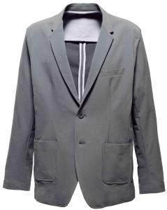 經典西裝外套與防潑水輕量彈性布料完美組合,是工作、休閒旅遊的最佳選擇。耐髒汙又容易照顧,是男士們的必需品。 Motile Breeze Blazer_$10,500 by Outerboro