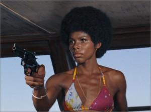 Gloria Hendry在《生死關頭Live And Let Die》(1973)飾演Rosie。