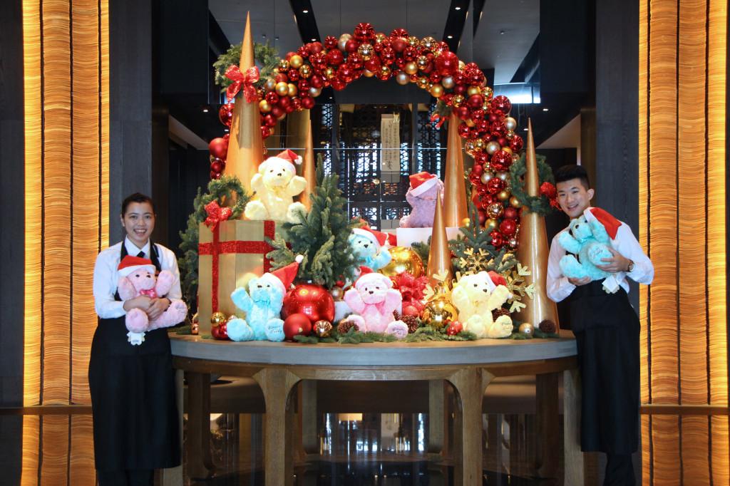 台南晶英酒店於今年聖誕節與經典泰迪熊合作,推出溫馨可愛的泰迪熊聖誕佈置。