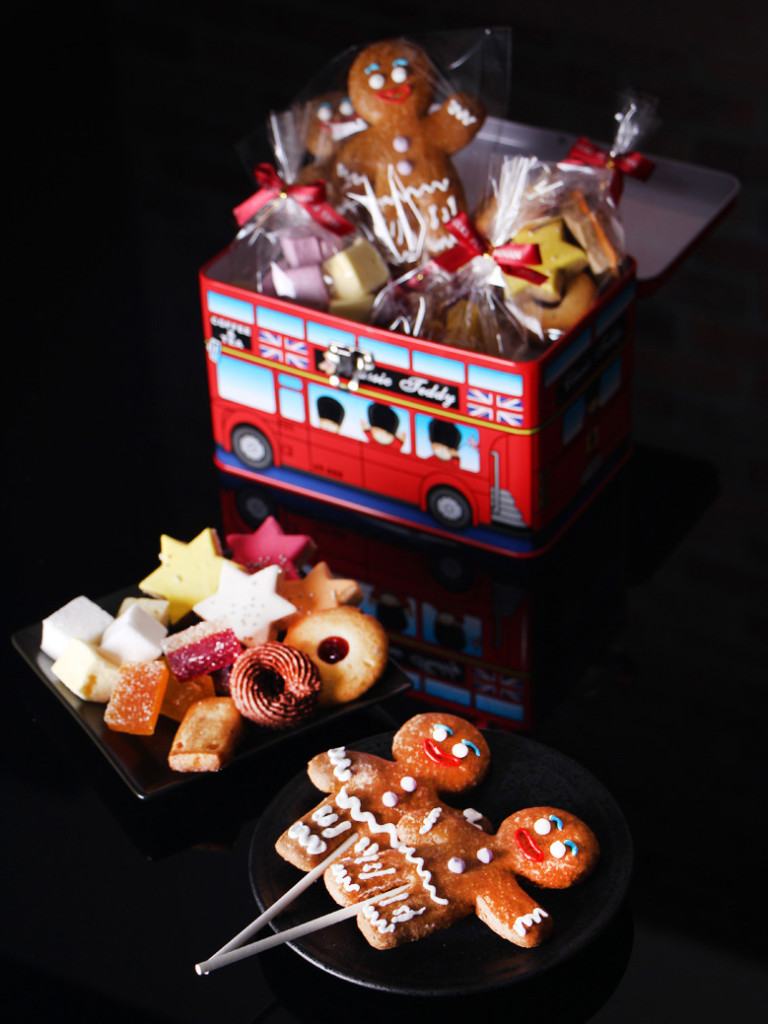 聖誕薑餅人每支50元全額捐出,泰迪熊鐵盒組399元,每購買一盒,就為你捐出100元,與伊甸基金會一同關懷台南偏鄉地區孩童。