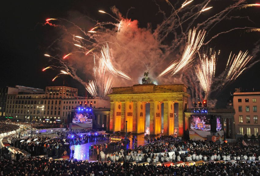 Fireworks are seen at the Brandenburg Gate in Berlin, Germany, Monday, Nov. 9, 2009, during the commemorations of the 20th anniversary of the fall of the Berlin Wall on Nov.9, 1989.  (AP Photo/Gero Breloer)
