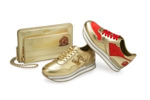 (左)金屬皮革手拿肩背兩用包$31,200; (中)亮片裝飾金屬皮革繫帶休閒鞋$22,900; (右)金屬皮革拼接亮紅色麂皮繫帶休閒鞋$20,900