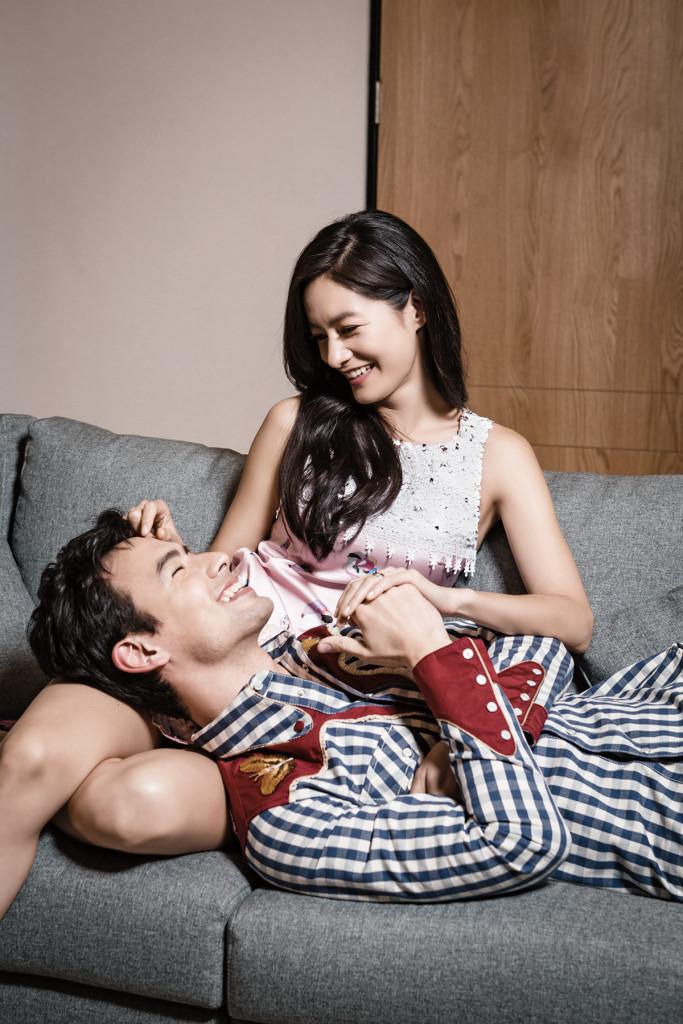 男:刺繡格紋襯衫_ $69,300 by Gucci。 女:山林漫舞系列粉色洋裝_價格電洽 by Shiatzy Chen。