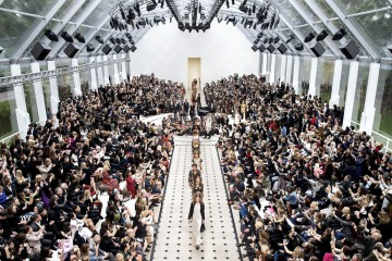 Burberry-Womenswear-S_S16-Show-Finale