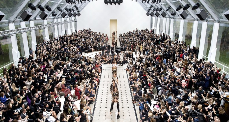Burberry-Womenswear-S_S16-Show-Finale