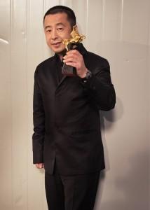 金馬獎入圍多多,得獎卻常常錯身而過,賈樟柯在拍攝金馬獎宣傳照時,特地拿來合影:「先讓我過過乾癮!」