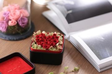 永恆勃根地紅玫瑰迷你花盒 NT$3,500
