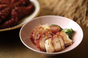 作工繁複的醃漬滷章魚,軟嫩入味,是店裡最受歡迎的小菜。
