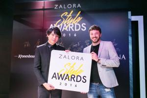 ZALORA臺灣總監朱利奧 希羅亞尼斯為李佑群老師頒發「年度造型師」