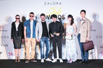 ZALORA臺灣總監朱利奧 希羅亞尼斯(左三)和李佑群老師與模特兒合照
