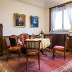 起居室成列的傢俱和擺設,讓人一探亨利•慕時先生生前的生活