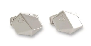 Ferragamo銀色方型袖扣,售價NT$10,900