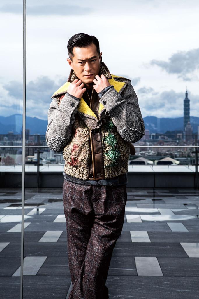 英格蘭毛呢針織外套_$143,500 by Prada;格紋羊毛褲_價格電洽 by Giorgio Armani。