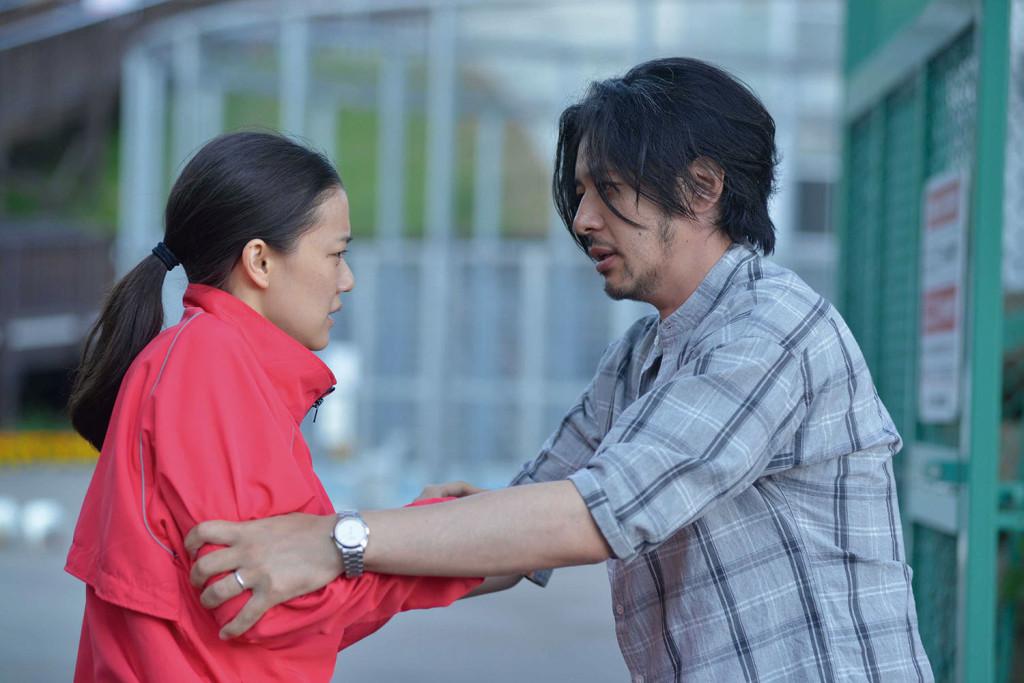 在《愛情,突如其來》中小田切讓飾演一位離婚的失業男子,與蒼井優飾演的酒店女有諸多深刻而衝擊人心的對手戲。