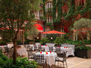 【參考圖片】雅典娜廣場飯店 (Hôtel Plaza Athénée)_戶外庭園