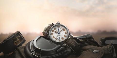 浪琴表復刻系列Type A7 1935 復刻飛行錶情境照