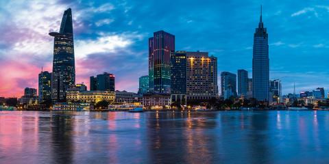 1 胡志明市大樓林立 夜色優美