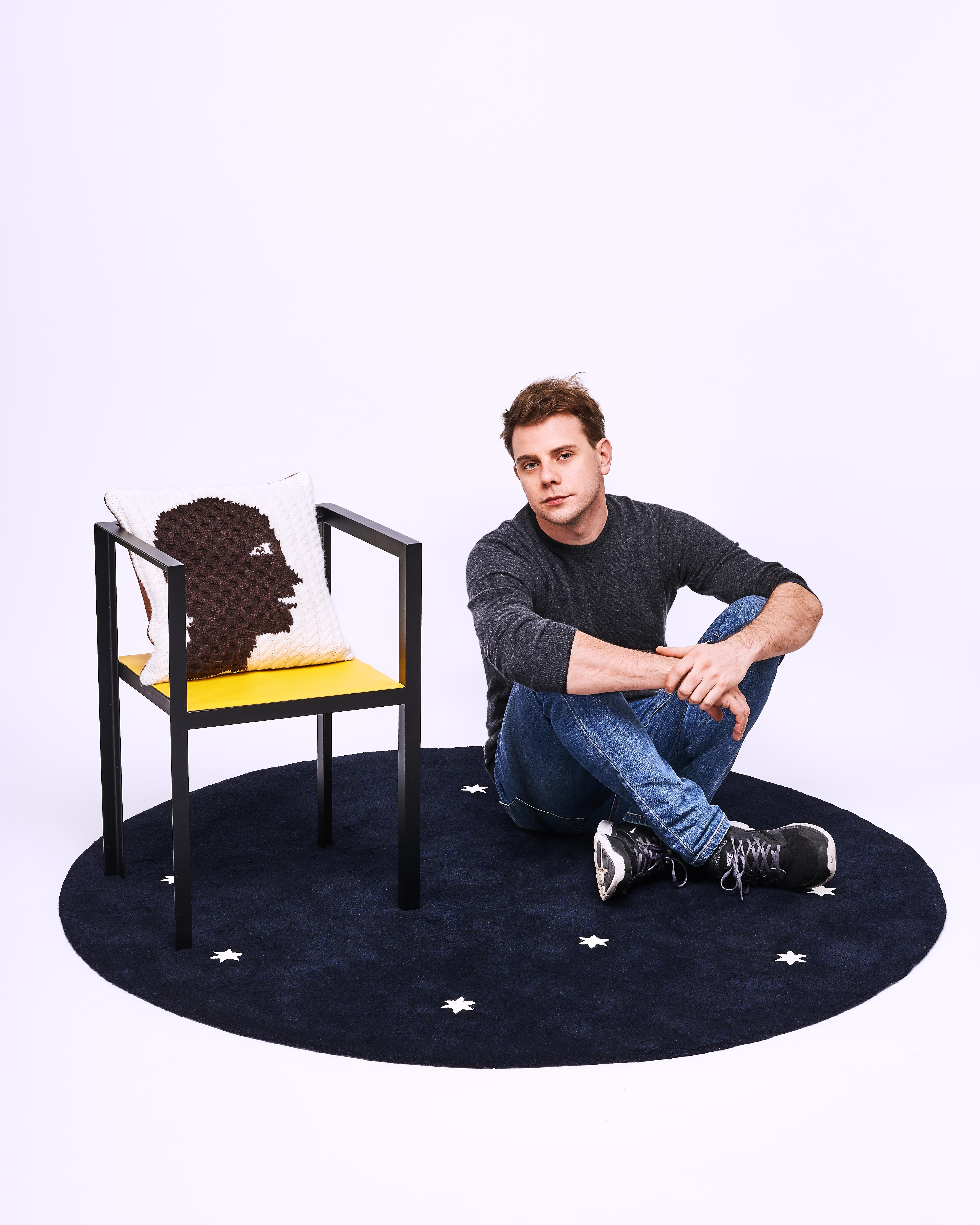 LOEWE品牌創意總監Jonathan Anderson形象照,由Manuel Braun拍攝