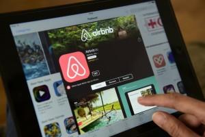 一樣是共享平台,Airbnb也對現有旅遊業造成衝擊。