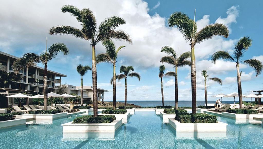 四季酒店露天泳池酒吧。