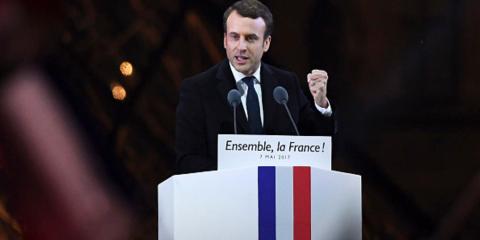 法國新任總統馬克宏在羅浮宮前發表演說。