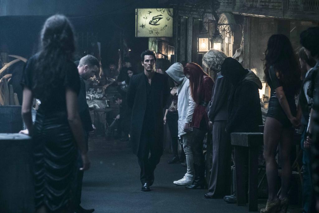 馬修麥康納飾演一心欲毀滅黑塔的大反派「黑衣人」。