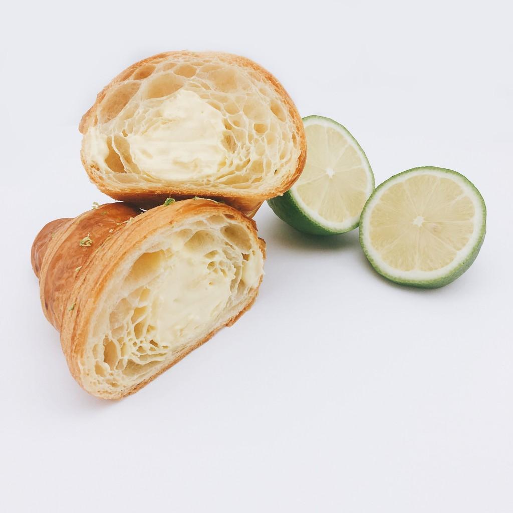 檸檬泡芙可頌(招牌口味)使用GC招牌檸檬塔的檸檬卡士達,搭配主廚特製配方鮮奶油。綿密清爽的口感,甚至可以吃到藏在卡士達內的檸檬皮。