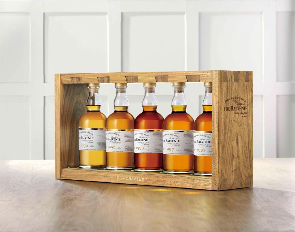橡木桶的味道,實實在在地左右了威士忌的風味,而「曾經」存放過不同酒類的二手酒桶,也讓威士忌的味道更顯豐富。圖為百富首席調酒師典藏系列第二章。