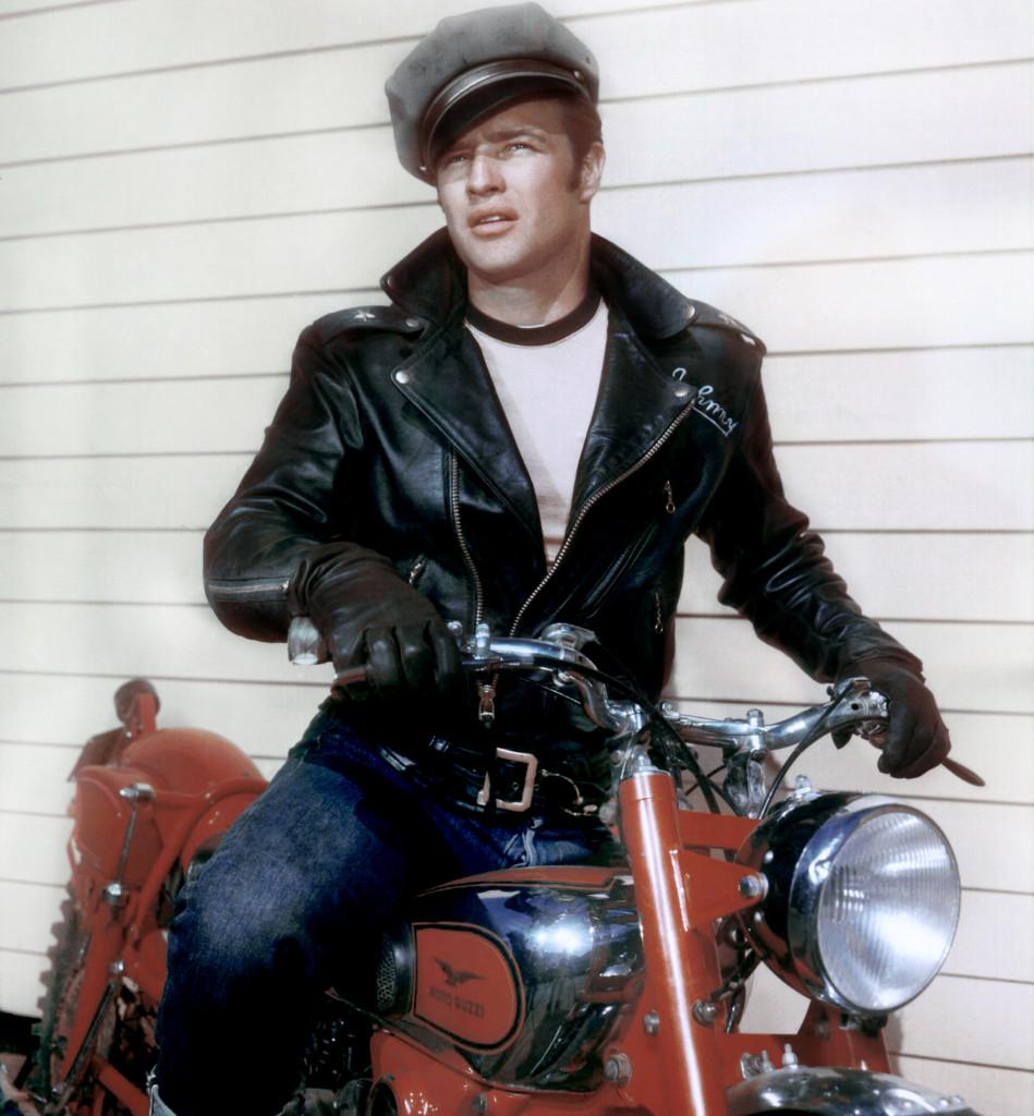 Marlon Brando《飛車黨》裡的造型也成現在重機愛好者的搭配典範。/Images of Getty Images