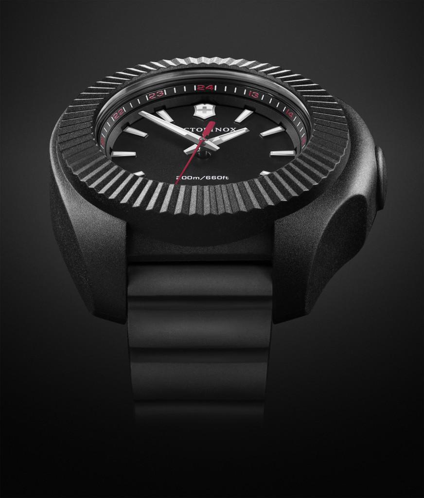 INOX V_黑色錶盤及天然橡膠錶帶NTD18800(近)
