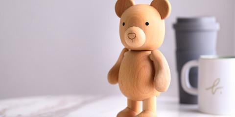 b. barista 木質小熊公仔形象照