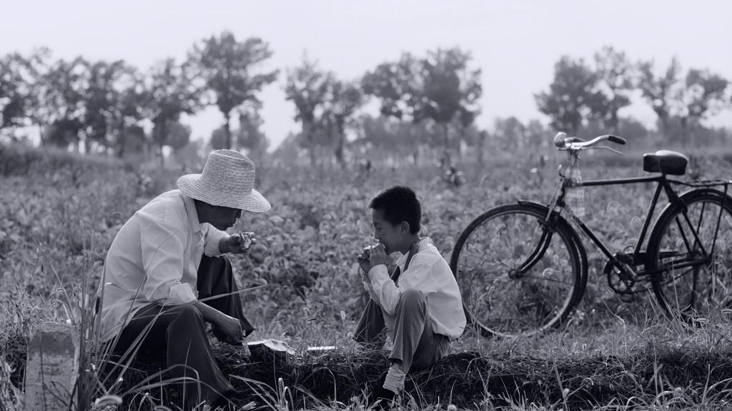 八月 - 小雷與爸爸吃西瓜