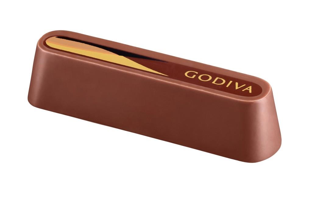 馥郁香醇的64%秘魯黑巧克力醬輕輕帶出水果果香,被幼滑的牛奶巧克力外殻包裹著。