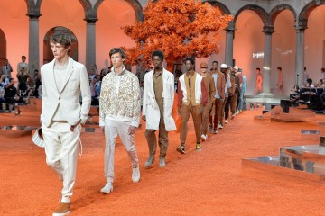 1. Ermenegildo Zegna Couture 2018夏季系列時裝秀,於米蘭大學的古老庭院舉辦
