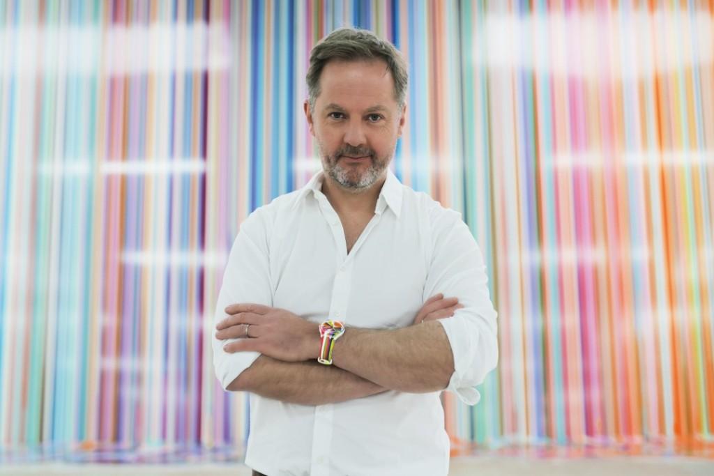 英國藝術家 Ian Davenport 生於1966 年,以其多采多姿的抽象畫聞名全球。