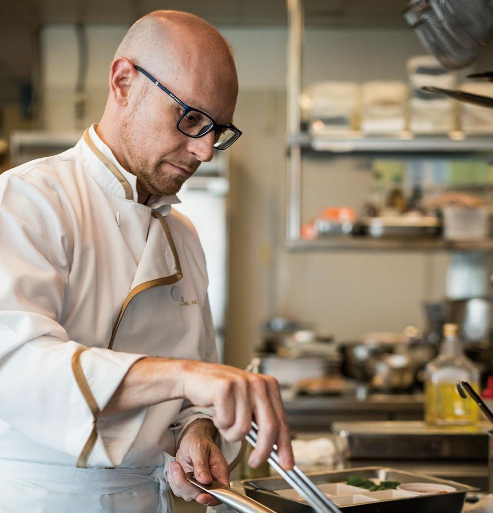 出生於義大利的Alberto Zambotti主廚來台開設了 Beata te'義式餐廳,來台灣已經20年的時間,當 初只是受朋友的邀約來台開公司,之後才開設了這 間Beata te'餐廳,沒想到一待就長達20年。