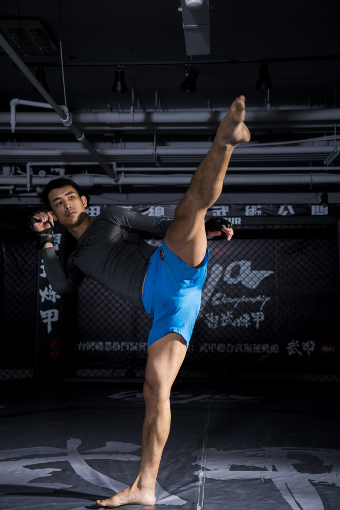 除了武甲館長的身分,宋明諺還是ONE FC MMA格鬥賽優秀的選手。