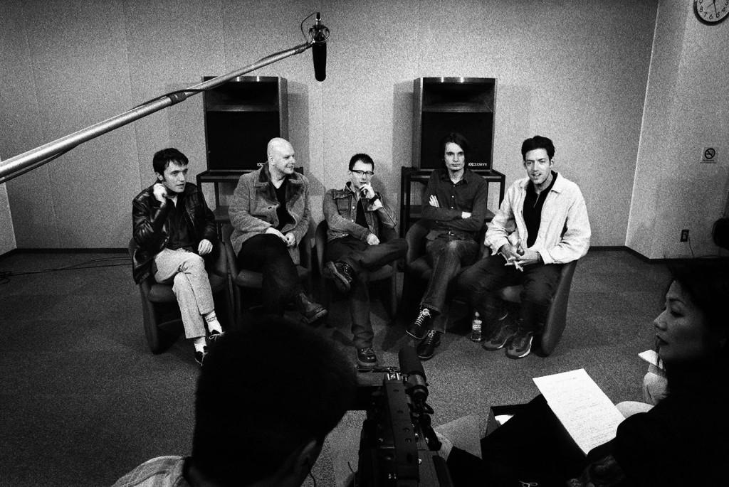 樂團於1997年在日本東京訪談。