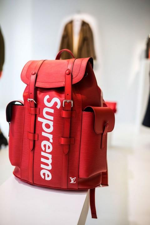 Supreme x Louis Vuitton CHRISTOPHER PM 背包